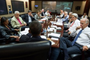 The president holds a meeting on Syria with top advisers. (White House photo)