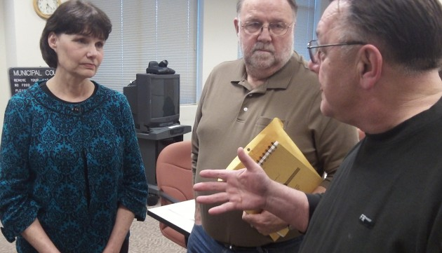Councilor Rich Kellum makes a point to Mayor Sharon Konopa and Councilor Floyd Collins Monday.