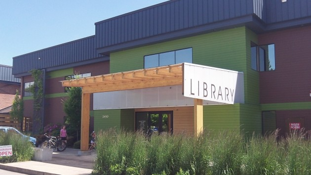 Remember the little fuss about the paint job when the library opened? Now it looks nice, doesn't it?