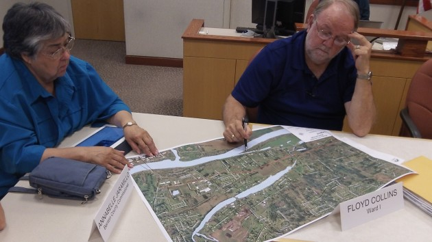 Commissioner Annabelle Jaramillo and Councilor Floyd Collins study the map.
