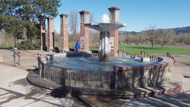 Also in Independence: A nice fountain and expansive  riverside park.