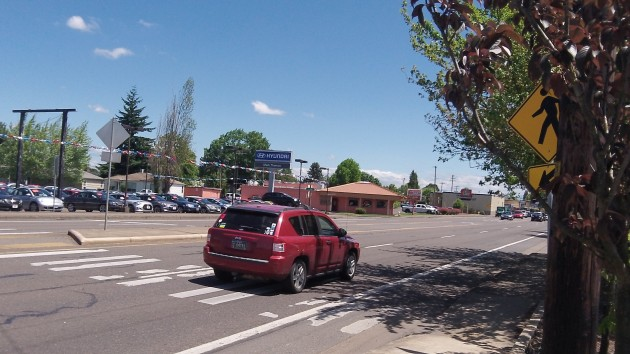 The mid-block pedestrian crossing on Albany's Santiam Highway.