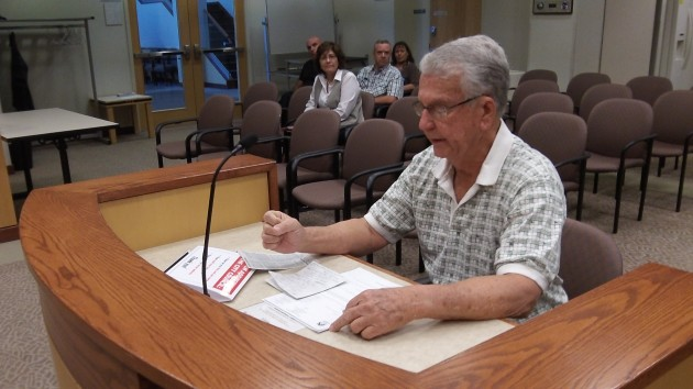 Chuck Kratch presents his roundabout petition to the Albany council on Sept. 9.