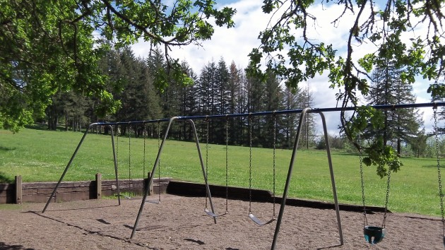 The swings look somehow old-fashioned, but they still work.
